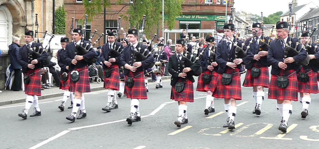 Coalburn IOR Pipe Band leading the Parade