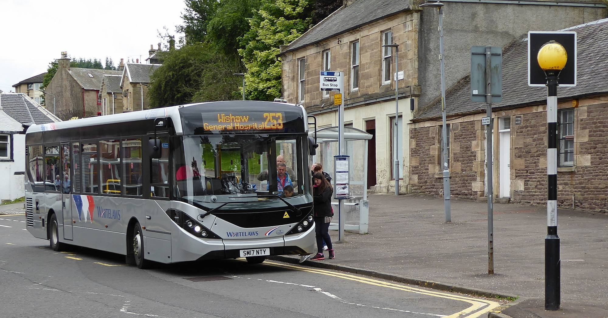 253 Coalburn bus at the Fountain