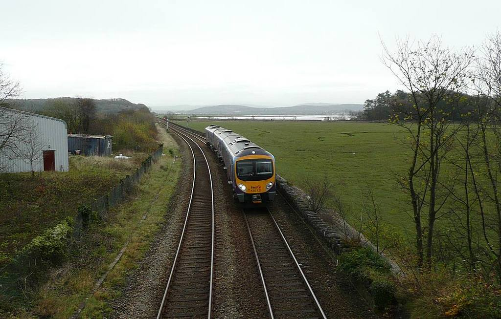 185121 approaching Grange-over-Sands station. Date 10th Nov 2009
